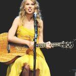 Taylor-Swift-Tongue-004