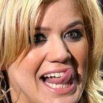 kelly-clarkson-tongue
