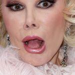 4abr2013---a-comediante-americana-joan-rivers-durante-a-estreia-do-espetaculo-kinky-boots-em-nova-yor-nos-eua-1409860771361_956x500[1]